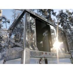 Отражение зимнего солнца от дверцы новой походной печки Лучинка